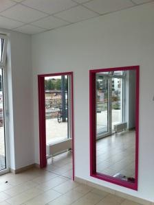 Türrahmen und Spiegel farbig