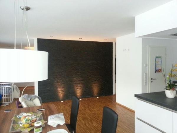 wohnzimmer wände tapezieren:Eine Wand in Schieferoptik, restlichen ...
