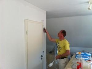 Maler allein im Haus