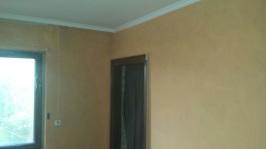 Restliche Wandflächen wurden farblich passend zur Tapete mit Farbe beschichtet