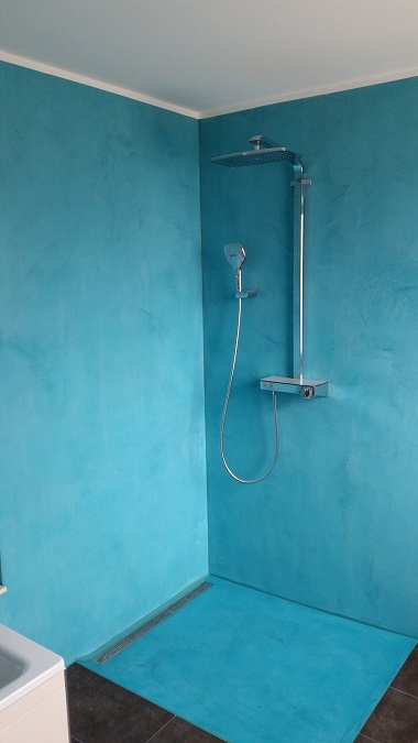 Fugenlose Dusche mit Mikrozement